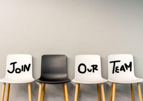 Qual è l'aspetto più importante da valutare nella scelta dell'agenzia immobiliare presso cui lavorare?