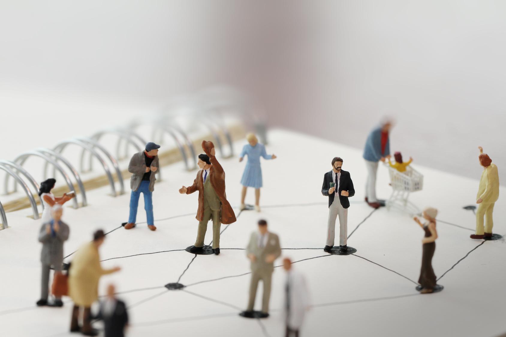 Agente immobiliare: scopri l'importanza delle relazioni sociali per costruire nuove opportunità!